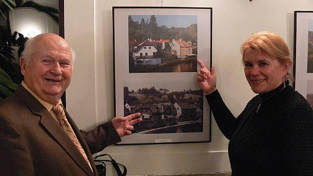 Josef Prokopec (vlevo) a Milena Nováková zdokumentovali město společně, i když s mnohaletým odstupem. Výstava v Městském divadle potrvá až do konce tohoto roku.