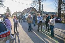 Jednání zastupitelstva v Malšíně si nenechali ujít místní ani lidé z okolí.