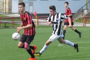 I.A třída dorostu – 18. kolo: FK Spartak Kaplice / FK Dynamo Vyšší Brod (bíločerné dresy) – SK Mladé 4:2 (0:1).