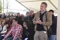 Na veřejné projednání přišlo několik stovek lidí.