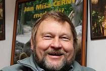 Českokrumlovský medvědář Jan Míša Černý vzpomíná na předrevoluční oslavy medvědích Vánoc s jistou dávkou ironie a humoru. Jinak to totiž ani nejde.