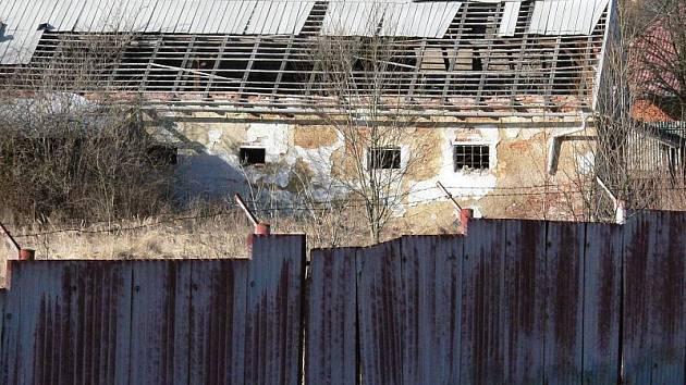 Podstatná část budov i pozemků vypadá v kasárnách stejně, jako když je opustili vojáci.