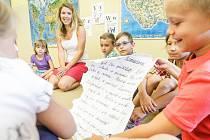 Vědci navrhují posunout vyučování