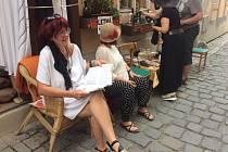Čteme hezky česky v Soukenické ulici, tentokrát z knihy Cesty Romů krumlovské etnografky Evy Davidové.