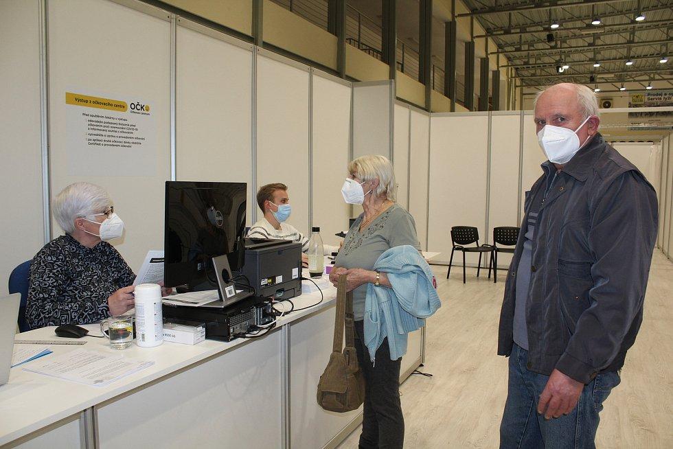 Očkovací centrum v českokrumlovské sportovní hale zahájilo porvoz.