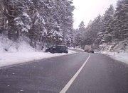 Mezi Skoronicemi a Nažidly skončilo osobní auto mimo vozovku.