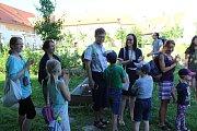 V klášterní zahradě mají hmyzí hotel, na letní kino a cvičení pozval návštěvníky Ivo Janoušek.