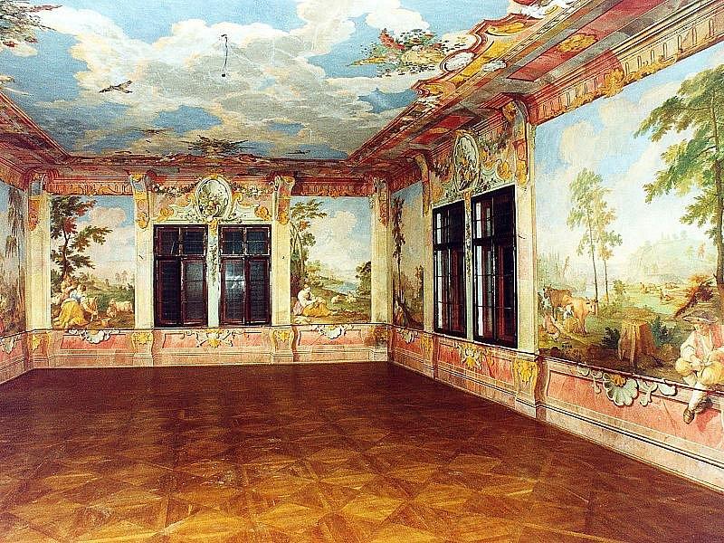 Bohaté fresky sálu Kvítkova Dvora.