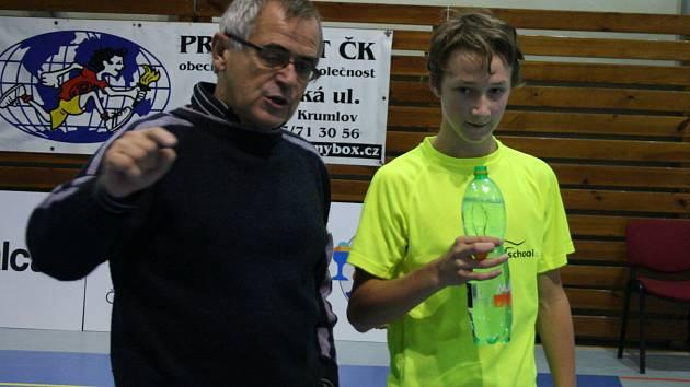 Václav Koudelka na archivním snímku s jedním z odchovanců křemežského badmintonu a reprezentantem Petrem Beranem.