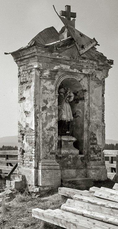 Socha sv. Jana Nepomuckého u mostu v Dolní Vltavici.
