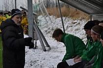 Zelenobílí slavojáci pod taktovkou kouče Václava Domina (vlevo) dnes zahajují zimní přípravu na jarní boje v krajském přeboru, kde budou ze čtvrté příčky útočit na pomyslné stupně vítězů.