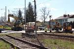 Uzavřený železniční přejezd v Kaplici Nádraží.