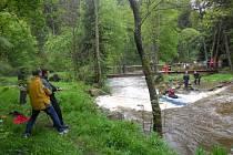 Pátrací akce po utonulé ženě v říčce Černé.