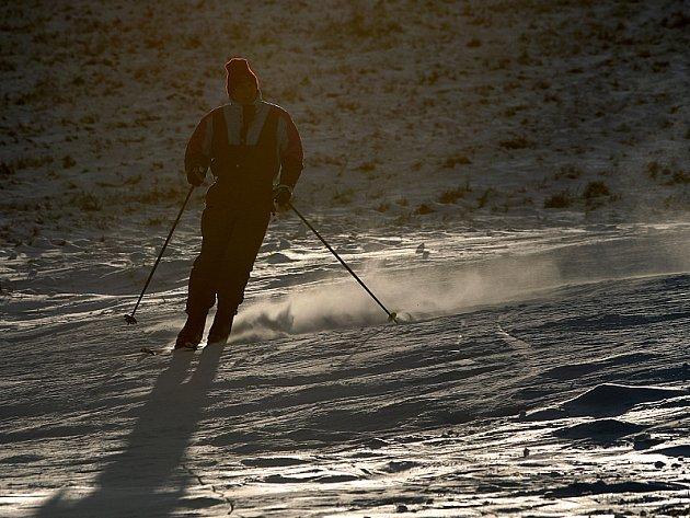 Vyznavači zimních sportů si mohou zadovádět také na Kozí pláni nedaleko Kaplice.