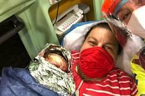 Nezapomenutelný zážitek má za sebou Anna Sládková z Loučovic poté, co synka Martínka porodila v sanitě.