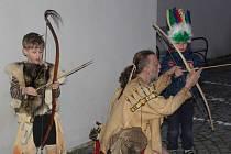 Týmy Medvědů a Granátníků poznávaly jihočeské památky, nazkoušely zpravodajskou relaci a večer zakončily s euroindiány.