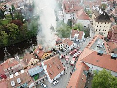 Fotka požáru z dronu od Karla Poláčka.