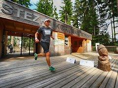 PŮLMARATON se poběží v šumavském terénu a závodníci zavítají například i na Stezku korunami stromů.