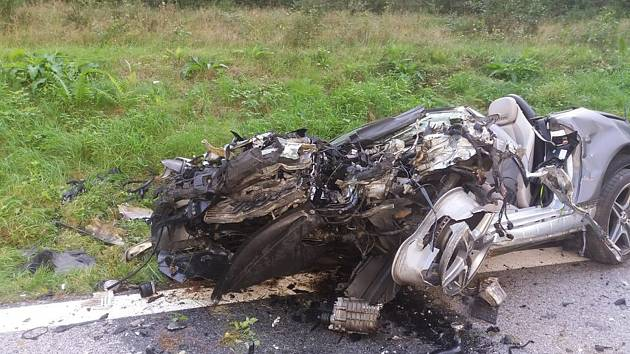 U Rožmberka nad Vltavou došlo ke smrtelné nehodě. Srazilo se osobní a nákladní auto.