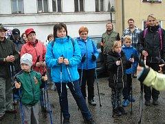Nordic Walking branou Novohradských hor v Benešově nad Černou se konal i navzdory dešti.