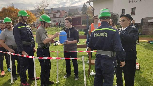 Soutěž v netradičním požárním útoku O putovní pohár SDH Brloh.