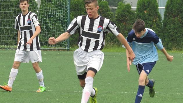 I.A třída dorostu – 23. kolo: TJ Hluboká nad Vltavou (modré dresy) – Spartak Kaplice / Dynamo Vyšší Brod 2:5 (2:0).