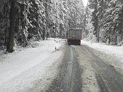 Situace na silnici v  úseku z Frymburka do Černé v Pošumaví.