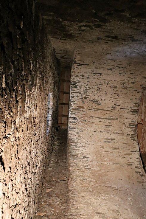 Šachta pod latrínami.