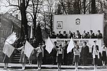 Prvomájové oslavy ve Vyšším Brodě v roce 1988.