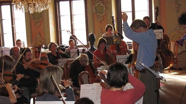 Zkouška orchestru.