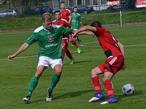 V podzimním vzájemném utkání slavojáci i díky dvěma trefám Jakuba Wagnera (vlevo) tým Petřína svalili 4:1, ale v odvetě na západě Čech dospěl duel až do penalt.