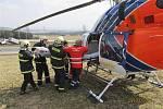 Před Dolním Dvořištěm havarovalo dvě osobní auta. Tři osoby se zranily, dvou se ujala záchranka, jednu osobu transportoval vrtulník do nemocnice.