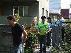 Pomohou lidé dopadnout zloděje? Na snímku je zloděj dopadený v domě v Havířově.