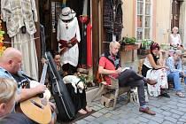 V Soukenické v centru Krumlova se četlo hezky česky se spisovatelem Janem Štifterem. O pohoštění se postaralo Egon Schiele Café i samo publikum.
