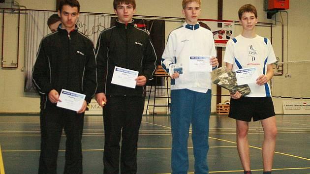 Čtrnáctiletý českokrumlovský mladíček Dominik Kolouch (na snímku vpravo) vyhrál v Brně svůj první velký turnaj. Domů si odvezl zlato z chlapecké dvouhry.