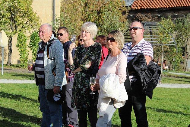 Slavnostní zahájení Festivalu vína v Český Krumlov v klášterní zahradě u vinic na Tramínu.