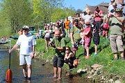 Na pět set vodáků se sjelo do Krumlova na slavnostní zahájení vodácké sezóny. Vodník s vodnicí v sobotu v 11 hodin odemkli řeku, společnost jim dělal i olympionik a dnes už Lipeňák Václav Chalupa.