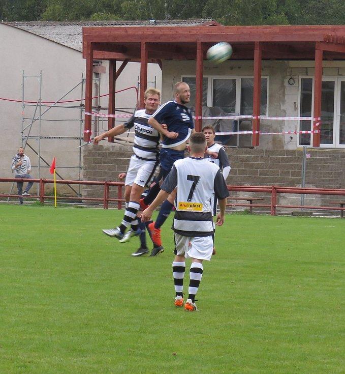 Oblastní I.B třída (skupina A) - 4. kolo (3. hrané): FK Spartak Kaplice (černobílé dresy) - FK Dolní Dvořiště 4:0 (2:0).