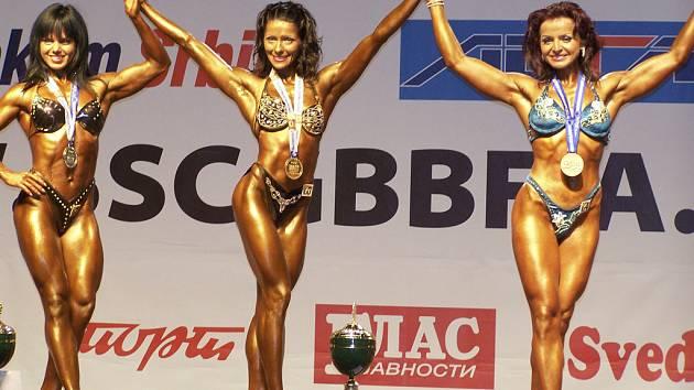 Marika Kaucká (vpravo).