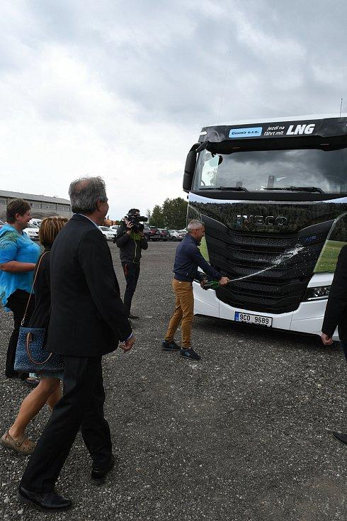 Společnost Giomir pokřtila nový kamion na pohon LNG.