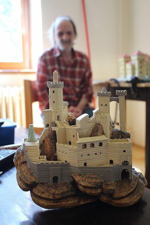 Pavel Vajay z Vyššího Brodu vytvořil ze špejlí již bezpočet rozmanitých modelů.
