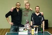 Trojlístek medailistů Silvestrovského turnaje v Krásetíně (zleva) – stříbrný Otakar Fiala (Orel ČB), zlatý Jan Válka (Vilshofen) a bronzový Josef Toth (Rainbach).