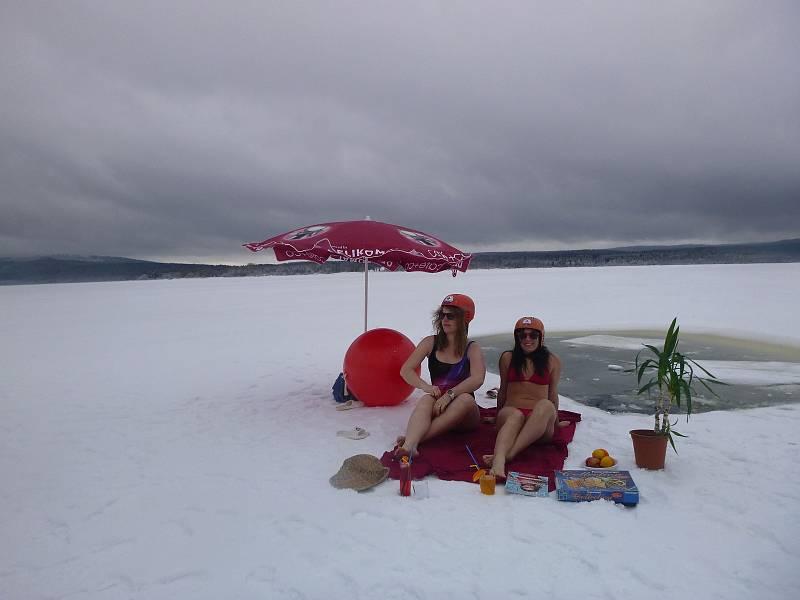 Pláž v Dolní Vltavici už prý má otevřeno.