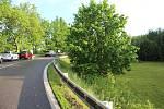 Na předpolí mostu v Netřebicích na hlavním tahu na hranice s Rakouskem se utrhla krajnice nad prudkým svahem nad zahradou.