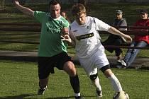První dva mistrovské gólové zásahy v kaplickém dresu si při vítězné přestřelce s Hlubokou připsal obránce Martin Pils (vlevo).