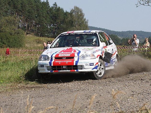 Jan Jinderle a Pavel Kacerovský navázali při Rally Agropa na své loňské premiérové prvenství s Peugeotem 106 a letos vyhráli třídu N/1600.