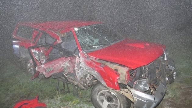 Ve Větřní se při nehodě vážně zranil spolujezdec.