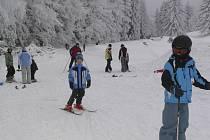 Ski areál Kozí pláň v sobotu zahájil provoz.