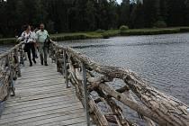 Vojenské lesy a statky otevřely novou naučnou stezku a návštěvnické centrum Olšina.