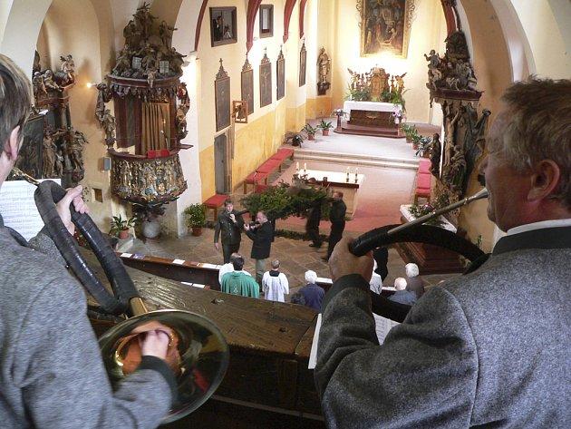 Svatohubertská mše ve Velešíně.